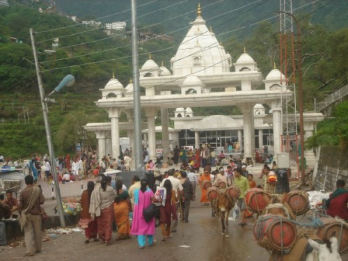 vaishnodevi temple gate
