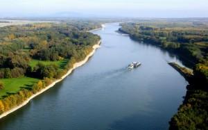 danube_river_vienna_austria-wide